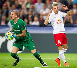 19.08.2014, Red Bull Arena, Salzburg, AUT, UEFA CL, FC Red Bull Salzburg vs Malmö FF, Play Off, Hinspiel, im Bild v.l.: Robin Olsen (Malmoe FF), Kevin Kampl (FC Red Bull Salzburg) vergebene Chance // during the UEFA Championsleague 1st Leg, Play Off Match between FC Red Bull Salzburg and Malmoe FF at the Red Bull Arena in Salzburg, Austria on 2014/08/19. EXPA Pictures © 2014, PhotoCredit: EXPA/ JFK