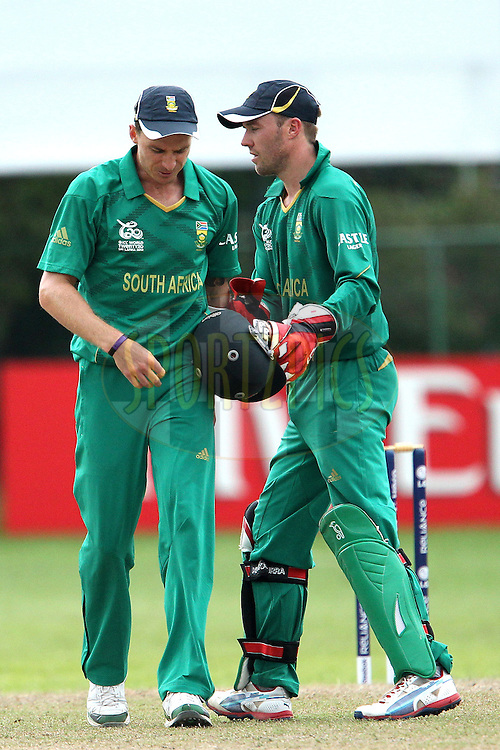 AB de Villiers congratulates Dale Steyn during the ICC Twenty 20 World Cup warm up match between New Zealand and South Africa held at the Colts Cricket Club in Colombo, Sri Lanka on the 17th September 2012..Photo by Ron Gaunt/SPORTZPICS/PHOTOSPORT
