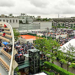 Rain interrupts play during Day 3 of the French Open 2018 on May 29, 2018 in Paris, France. (Photo by Dave Winter/Icon Sport)