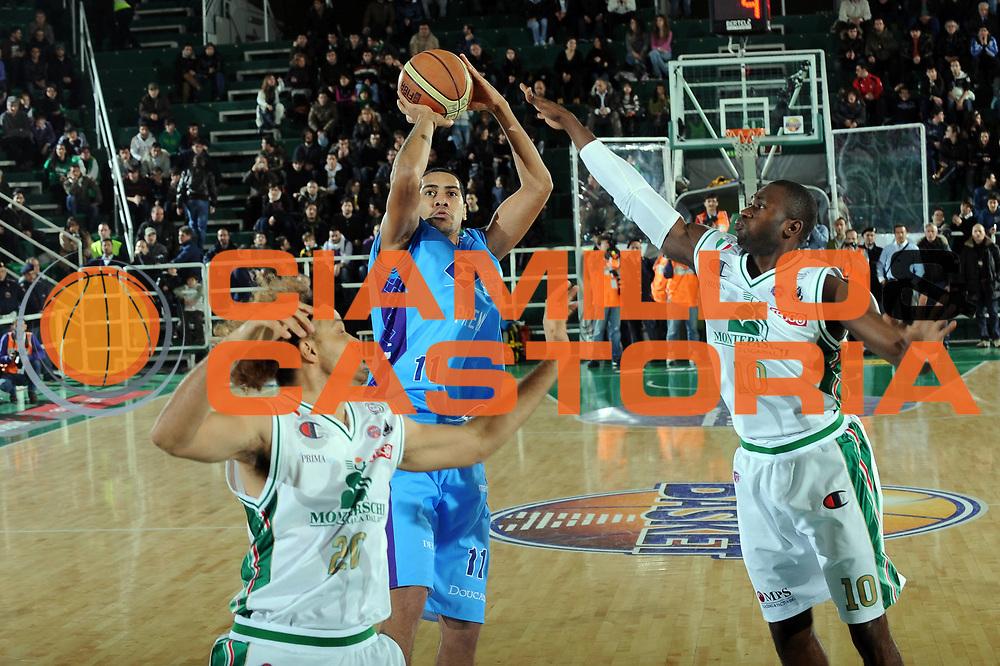 DESCRIZIONE : Avellino Final 8 Coppa Italia 2010 Quarto di Finale Montepaschi Siena Sigma Coatings Montegranaro<br /> GIOCATORE : Marquinhos<br /> SQUADRA : Sigma Coatings Montegranaro<br /> EVENTO : Final 8 Coppa Italia 2010 <br /> GARA : Montepaschi Siena Sigma Coatings Montegranaro<br /> DATA : 19/02/2010<br /> CATEGORIA : tiro <br /> SPORT : Pallacanestro <br /> AUTORE : Agenzia Ciamillo-Castoria/GiulioCiamillo<br /> Galleria : Lega Basket A 2009-2010 <br /> Fotonotizia : Avellino Final 8 Coppa Italia 2010 Quarto di Finale Montepaschi Siena Sigma Coatings Montegranaro<br /> Predefinita :