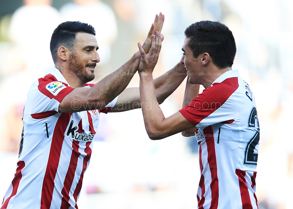 MALAGA, SPAIN - SEPTEMBER 23:  Aritz Aduriz of Athletic Club celebrates after scoring with Inigo Cordoba of Athletic Club during the La Liga match between Malaga and Athletic Club at Estadio La Rosaleda on September 23, 2017 in Malaga, .  (Photo by Aitor Alcalde Colomer/Getty Images)
