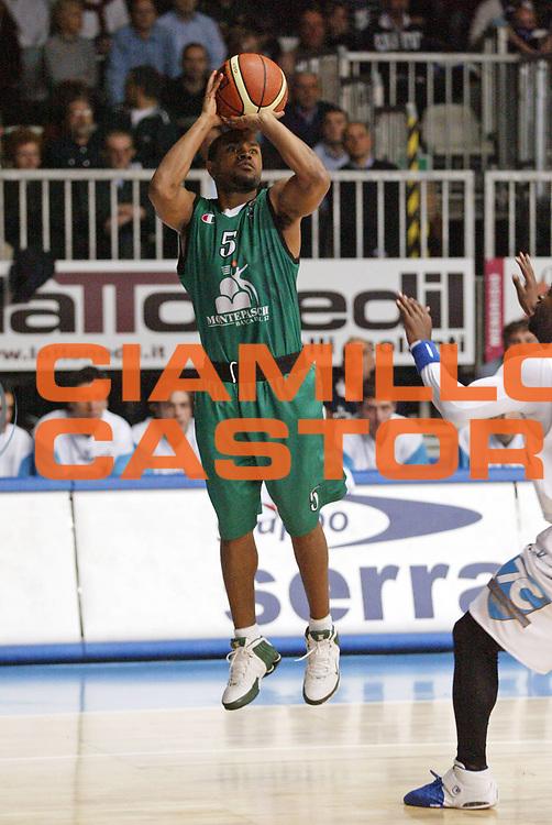 DESCRIZIONE : Cantu Lega A1 2006-07 Tisettanta Cantu Montepaschi Siena<br /> GIOCATORE : Mc Intyre<br /> SQUADRA : Montepaschi Siena<br /> EVENTO : Campionato Lega A1 2006-2007 <br /> GARA : Tisettanta Cantu Montepaschi Siena <br /> DATA : 19/11/2006 <br /> CATEGORIA : Tiro<br /> SPORT : Pallacanestro <br /> AUTORE : Agenzia Ciamillo-Castoria/G.Cottini