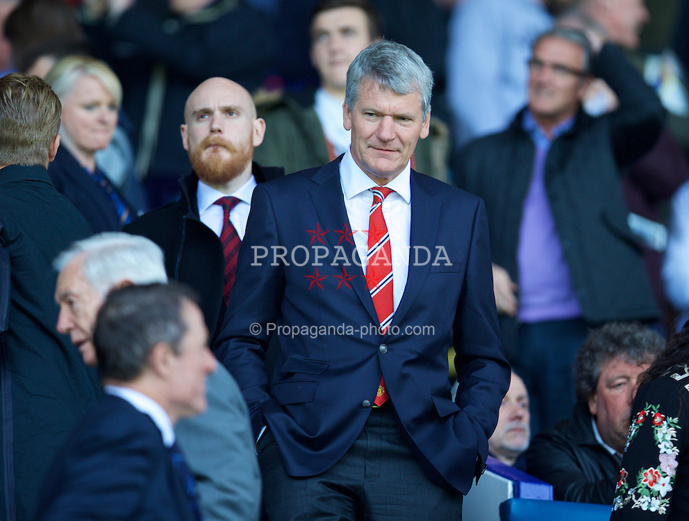 LIVERPOOL, ENGLAND - Sunday, April 26, 2015: Manchester United's chief executive David Gill during the Premier League match against Everton at Goodison Park. (Pic by David Rawcliffe/Propaganda)