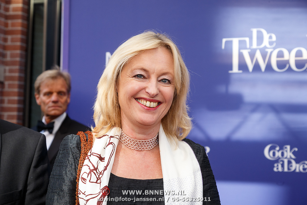 NLD/Amsterdam/20151011 - Inloop premiere De Tweeling, Minister Jet Bussemaker