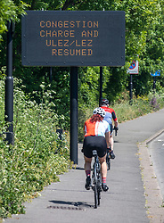 © Licensed to London News Pictures. 18/05/2020. London, UK. A congestion and ULEZ sign on the A3 in Wandsworth, South West London reminding members of the public that the zone has been reinstated. Mayor of London Sadiq Khan restarted the congestion zone while upping the price and making it 7 days a week as more trains are put in to service to get commuters to work. The Government has urged people to walk, run, cycle or drive to work for those who can not work from home.  Photo credit: Alex Lentati/LNP