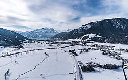 THEMENBILD - Blick über die Winterliche Landschaft zum Zeller See und dem Kitzsteinhortn Gletscher, aufgenommen am 5. Feber 2018 in Zell am See - Kaprun, Österreich // The winter landscape, the Zeller lake and the Kitzsteinhortn glacier, Zell am See Kaprun, Austria on 2018/02/05. EXPA Pictures © 2018, PhotoCredit: EXPA/ JFK