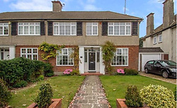 EXCLUSIVE ***DO NOT BYLINE*** Isabella Cruise and husband Max Parker were seen moving into this property at the weekend.<br />
