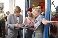 22 JUL 2003, FREITAL/GERMANY:<br /> Angela Merkel, CDU Bundesvorsitzende und CDU/CSU Fraktionsvorsitzende, sieht sich Fotos des Hochwassers an, waehrend dem Gespraech mit einer Friseurin (M) und ihrer Kundin (R), waehrend dem Besuch der seinerzeit von der Hochwasserkatastrophe 2002 stark betroffene Stadt Freital<br /> IMAGE: 20030722-01-051<br /> KEYWORDS: Bueger, Bürger, Gespräch