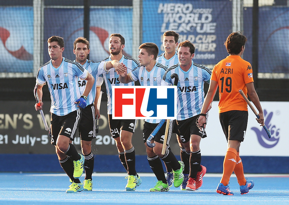 LONDON, ENGLAND - JUNE 16: Gonzalo Peillat of Argentina (#2) celebrates his second goal with team mates during the Pool A match between Argentina and Malaysia on day two of Hero Hockey at Lee Valley Hockey and Tennis Centre on June 16, 2017 in London, England.  (Photo by Alex Morton/Getty Images)