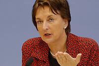 29 JAN 2003, BERLIN/GERMANY:<br /> Brigitte Zypries, SPD, Bundesjustizministerin, waehrend einer Pressekonferenz, Bundespressekonferenz<br /> IMAGE: 20030129-01-030<br /> KEYWORDS: BPK