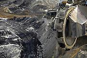 Duitsland, Grevenbroich, 11-8-2010De bruinkoolcentrales van Frimmersdorf en Grevenbroich worden gestookt met bruinkool die in de open bruinkoolmijn Garzweiler wordt gewonnen. De mijn en centrales zijn eigendom van energiemaatschappij RWE. De graafmachine is gebouwd door staalbedrijf Krupp en elektronicabedrijf Siemens.Foto: Flip Franssen/Hollandse Hoogte