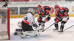 27.09.2015, Tiroler Wasserkraft Arena, Innsbruck, AUT, EBEL, HC TWK Innsbruck Die Haie vs Dornbirner Eishockey Club, 6. Runde, im Bild vl.: Florian Hardy (Dornbirner Eishockey Club), Jeff Ulmer (HC TWK Innsbruck Die Haie), Derek Hahn (HC TWK Innsbruck Die Haie) // during the Erste Bank Icehockey League 6th round match between HC TWK Innsbruck Die Haie and Dornbirner Eishockey Club at the Tiroler Wasserkraft Arena in Innsbruck, Austria on 2015/09/27. EXPA Pictures © 2015, PhotoCredit: EXPA/ Jakob Gruber