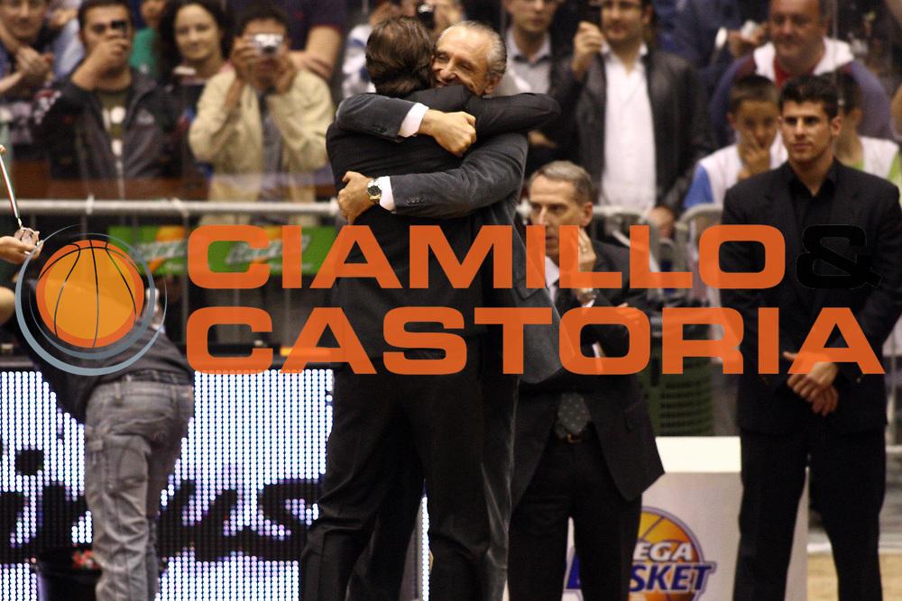 DESCRIZIONE : Milano Lega A 2009-10 Playoff Finale Gara 4 Armani Jeans Milano Montepaschi Siena<br /> GIOCATORE : Ferdinando Minucci Simone Pianigiani Coach<br /> SQUADRA : Montepaschi Siena<br /> EVENTO : Campionato Lega A 2009-2010 <br /> GARA : Armani Jeans Milano Montepaschi Siena<br /> DATA : 19/06/2010<br /> CATEGORIA : ritratto esultanza premiazione<br /> SPORT : Pallacanestro <br /> AUTORE : Agenzia Ciamillo-Castoria/GiulioCiamillo<br /> Galleria : Lega Basket A 2009-2010 <br /> Fotonotizia : Milano Lega A 2009-10 Playoff Finale Gara 4 Armani Jeans Milano Montepaschi Siena<br /> Predefinita :