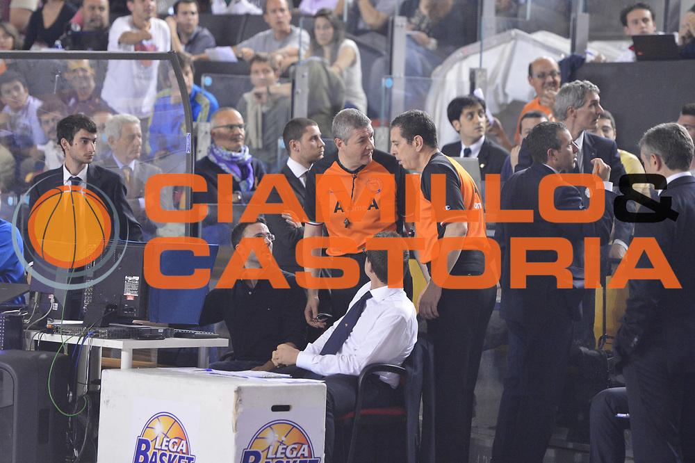 DESCRIZIONE : Roma Lega A 2012-2013 Acea Roma Lenovo Cant&ugrave; playoff semifinale gara 2<br /> GIOCATORE : Arbitro Lamonica Instant Replay<br /> CATEGORIA : <br /> SQUADRA : Lenovo Cantu<br /> EVENTO : Campionato Lega A 2012-2013 playoff semifinale gara 2<br /> GARA : Acea Roma Lenovo Cant&ugrave;<br /> DATA : 27/05/2013<br /> SPORT : Pallacanestro <br /> AUTORE : Agenzia Ciamillo-Castoria/GiulioCiamillo<br /> Galleria : Lega Basket A 2012-2013  <br /> Fotonotizia : Roma Lega A 2012-2013 Acea Roma Lenovo Cant&ugrave; playoff semifinale gara 2<br /> Predefinita :
