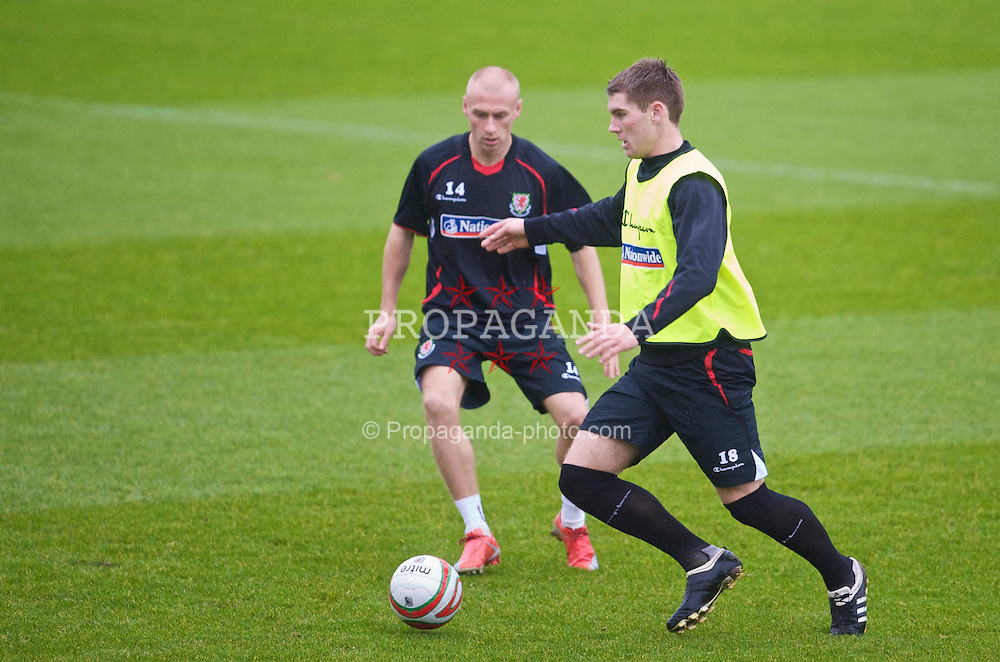 CARDIFF, WALES - Friday, November 13, 2009: Wales' Sam Vokes and David Cotterill during training at the Vale of Glamorgan ahead of the international friendly match against Scotland. (Pic by David Rawcliffe/Propaganda)