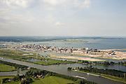 Nederland, Amsterdam, IJburg, 17-06-2008; in de voorgrond het Amsterdam-Rijnkanaal, daar achter links de Diemerzeedijk: voormalige vuilstortplaats van Gemeente Amsterdam, de vuilnisbelt is gesaneerd, het chemisch afval is onder een enkele meters dikke laag zand verborgen; het gesaneerde terrein heet nu  Diemerpark en is recreatiegebied voor de bewoners van de nieuwe wijk IJburg (in de achtergrond); IJsselmeer en Waterland in de achtergrond aan de horizon; verontreinigde grond, saneren, gifbeelt..luchtfoto (toeslag); aerial photo (additional fee required); .foto Siebe Swart / photo Siebe Swart