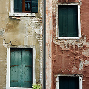 Buildings along the back street canal ways of Venice near Piazza San Marco. Venice, Italy. 1st May 2011. Photo Tim Clayton
