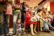 10.09.2006 Warszawa spotkanie John Irving z czytelnikami w EMPiK w Juniorze.Fot Piotr Gesicki John Irving american writer on meeting with his polish readers in Warsaw Poland photo Piotr Gesicki