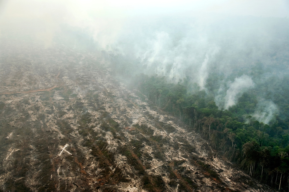 Mato Grosso, Brazil. September 17th 2007. Flight from Alta Floresta to Claudia (Brazilian Amazon). Views of the rainforest during the burning season were big sections are set on fire by farmers to be cleared for soy farming or cattle grazing.