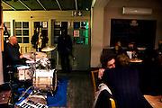 THE EFFRA PUB.38, Kellett Road, Brixton, SW2 1EB.Tube: Brixton..EVENTI: JAZZ, SKA. Effra Pub rispecchia il carattere di Brixton, non pretenzioso e autentico. Frequrentato dai locali e' un must per gli amanti del Jazz. (serate mar, mer,gio,sab,dom). Si puo' anche degustare la cucina caraibica oltre che della buona musica. Non c'e' ne website ne' facebook: passaparola e' la miglior pubblicita'. altamente raccomandato.