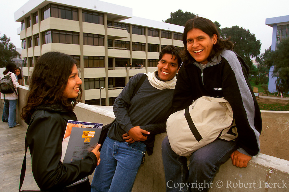 PERU, LIMA, EDUCATION students between classes on the campus of La Universidad Nacional de San Marcos, Peru's largest national university