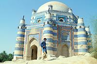 Pakistan. Punjab. Uch e Sharif. Tombe de Bibi Jiwandi. // Pakistan. Punjab province. Uch e Sharif. Bibi Jiwandi tomb.