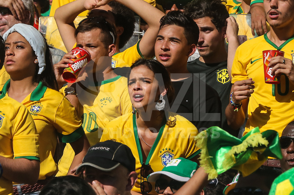 BELO HORIZONTE, MG, 28.06.2014 - COPA 2014 - BRASIL - CHILE - Bruna Marquezine durante a partida entre Brasil e Chile valido pelas oitavas de finais da Copa do Mundo no Estadio do Mineirao em Belo Horizonte neste sabado, 28. (Foto: William Volcov / Brazil Photo Press).