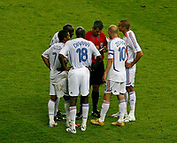 Photo: Glyn Thomas.<br />Italy v France. FIFA World Cup 2006 Final. 09/07/2006.<br /> France's players protest to the referee as Zinedine Zidane (second from R) is sent off.