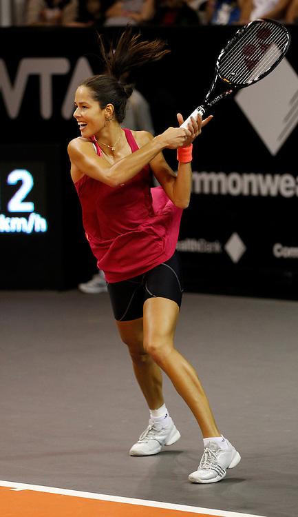 Commonwealth Bank Tournament of Champions  2011, WTA Tour, Damen Hallen Tennis Turnier in Bali ,Indonesien, Finale,Endspiel, Siegerehrung,.Praesentation, Ana Ivanovic (SRB),Aktion,Einzelbild,.Hochformat,Ganzkoerper,