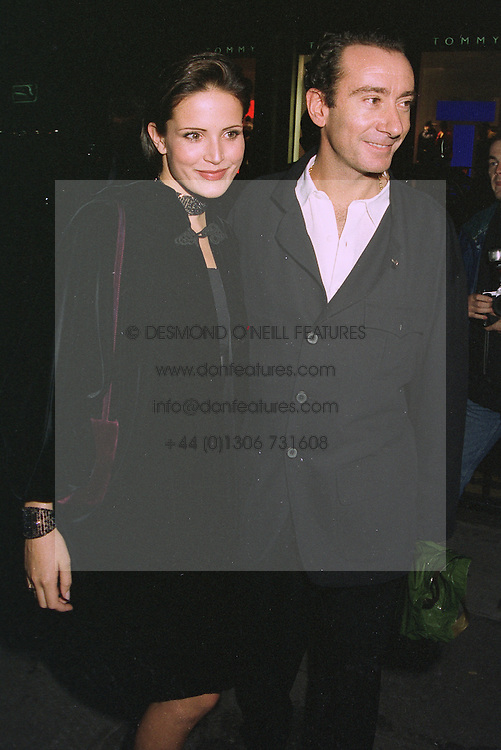 Model SOPHIE ANDERTON and the HON.ROBERT HANSON at a party in London on 15th October 1997.MCB 28