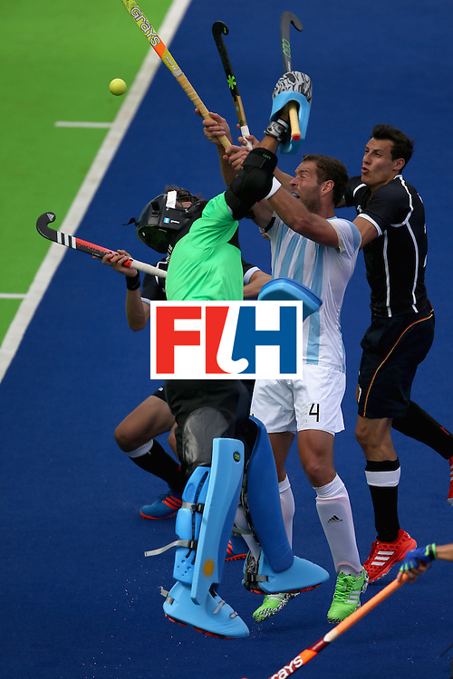 RIO DE JANEIRO, BRAZIL - AUGUST 11:  Juan Gilardi #4 and Juan Vivaldi #1 of Argentina defend  a high ball against Germany  for a looduring a Men's Preliminary Pool B match on Day 6 of the Rio 2016 Olympics at the Olympic Hockey Centre on August 11, 2016 in Rio de Janeiro, Brazil.  (Photo by Sean M. Haffey/Getty Images)