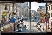 Vue de la rue depuis l'intérieur des Galeries Lafayette. Paris, France // View of the street from Galeries Lafayette. Paris, France