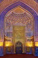 Ouzbékistan, Samarcande, classé Patrimoine Mondial de l'UNESCO, place du Reghistan, Medersa Tilla Kari, mosquée  // Uzbekistan, Samarkand, Unesco World Heritage, the Reghistan, Tilla Kari Madrasah, the mosque