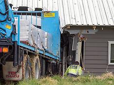 Tauranga-Truck v house, Pye's Pa