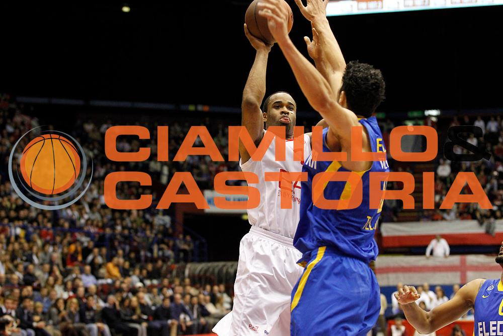 DESCRIZIONE : Milano Eurolega 2011-12 EA7 Emporio Armani Milano Maccabi Electra Tel Aviv<br /> GIOCATORE : Malik Hairston<br /> CATEGORIA : Tiro<br /> SQUADRA : EA7 Emporio Armani Milano<br /> EVENTO : Eurolega 2011-2012<br /> GARA : EA7 Emporio Armani Milano Maccabi Electra Tel Aviv<br /> DATA : 20/10/2011<br /> SPORT : Pallacanestro <br /> AUTORE : Agenzia Ciamillo-Castoria/G.Cottini<br /> Galleria : Eurolega 2011-2012<br /> Fotonotizia : Milano Eurolega 2011-12 EA7 Emporio Armani Milano Maccabi Electra Tel Aviv<br /> Predefinita :