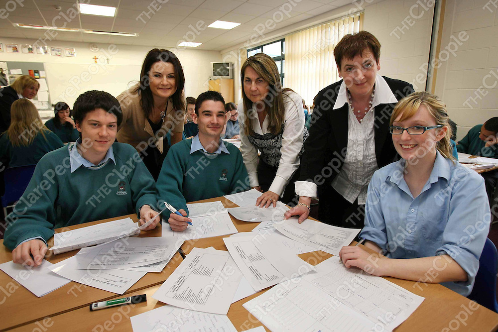 Students Eoghan Ryan, Andrew Sullivan and Leanne Markham with Helen Downes and Patsy Hanrahan (Shannon Chamber) and Anne Donohue (Career Decisions) at the Careers Day in the local St Caimin?s Community College.<br /> Eamon Ward