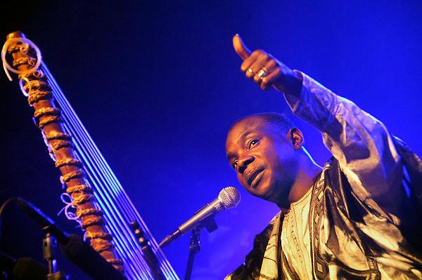 Nederland, Nijmegen, 12-5-2008..MusicMeeting. Toumani Diabaté, cora-speler uit Mali, speelt op de slotavond. ...Foto: Flip Franssen