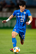 SYDNEY, NSW - MARCH 06: Ulsan Hyundai FC player Kim Tae Hwan (23) runs the ball at AFC Champions League Soccer between Sydney FC and Ulsan Hyundai FC on March 06, 2019 at Netstrata Jubilee Stadium, NSW. (Photo by Speed Media/Icon Sportswire)