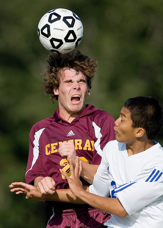 (SPORTS) Toms River 9/25/2006 Central Regional's Joe Cornell battles Mon Don's Aaron Mapoy for a header in the first half.   Michael J. Treola Staff Photographer......MJT