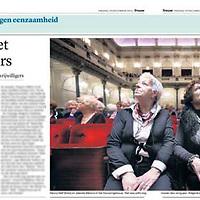 Tekst en beeld zijn auteursrechtelijk beschermd en het is dan ook verboden zonder toestemming van auteur, fotograaf en/of uitgever iets hiervan te publiceren <br /> <br /> Trouw 19 december 2014: kerstconcert voor eenzamen in het Concertgebouw