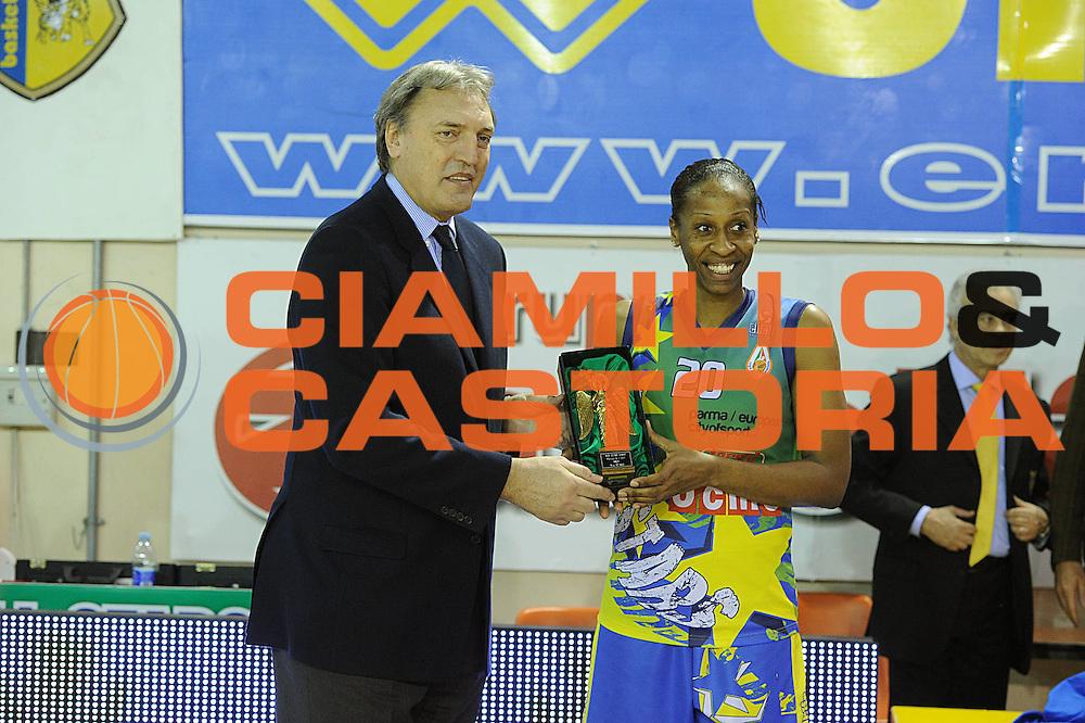 DESCRIZIONE : Parma All Star Game 2011 Donne Torneo Ocme Lega A1 Femminile 2010-11 FIP <br /> GIOCATORE : Dino Meneghin Nicole Antibe<br /> SQUADRA : Nazionale Italia Donne Ocme All Stars<br /> EVENTO : All Star Game FIP Lega A1 Femminile 2010-2011<br /> GARA : Ocme All Stars Italia<br /> DATA : 16/02/2011<br /> CATEGORIA : premio<br /> SPORT : Pallacanestro<br /> AUTORE : Agenzia Ciamillo-Castoria/GiulioCiamillo<br /> Galleria : Lega Basket Femminile 2010-2011<br /> Fotonotizia : Parma All Star Game 2011 Donne Torneo Ocme Lega A1 Femminile 2010-11 FIP <br /> Predefinita :