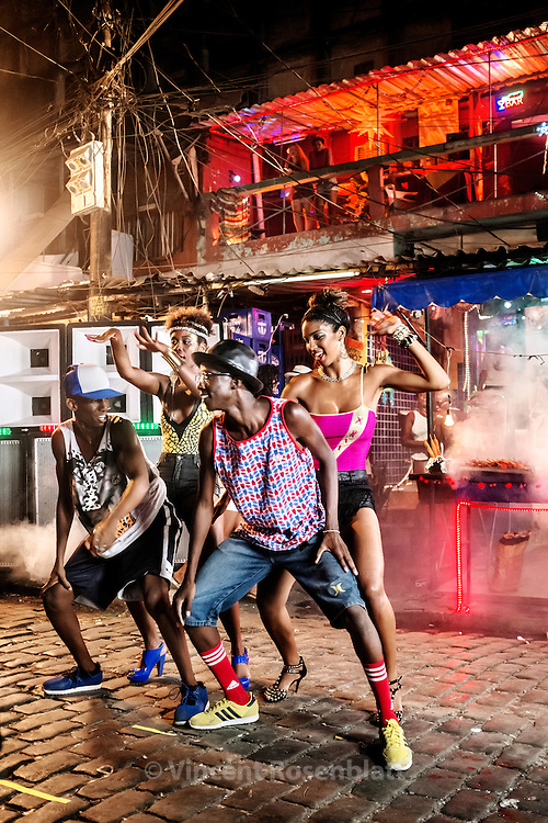 Video shoot of the &quot;Vira a Cara&quot; clip for DJ Leo Justi / Heavy Baile at Vila Mimosa, popular prostitution district <br /> with with Ronald Sheick &amp; Anderson &quot;Kipula&quot; Nascimento, famous funk &amp; passinho from &quot;Os Descolados&quot; boys band &amp; female dancers Carol Rum&atilde;o and Sabrina Ginga (clip director : Leandro HBL) //Tournage du clip &quot;Vira a Cara&quot; du DJ Leo Justi / Heavy Baile &agrave; Vila Mimosa, quartier de prostitution populaire,  avec Ronald Sheick &amp; Anderson &quot;Kipula&quot; Nascimento, fameux danseur de funk &amp; &quot;passinho&quot; du groupe &quot;Os Descolados&quot; et les danseuses Carol Rum&atilde;o &amp; Sabrina Ginga.