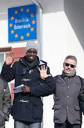 20.02.2016, Grenzübergang, Gries am Brenner, AUT, Demonstration gegen Grenzsicherungsmaßnahmen am Brenner, im Bild Demonstranten // during a demonstration against cross assurance measures at the border from Italy to Austria in Gries am Brenner, Austria on 2016/02/20. EXPA Pictures © 2016, PhotoCredit: EXPA/ Jakob Gruber