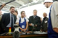 """15 AUG 2003, EISENHUETTENSTADT/GERMANY:<br /> Matthias Platzeck (L), SPD, Ministerpraesident Brandenburg, Wolfgang Clement (M), SPD, Bundeswirtschaftsminister, im Gespraech mit Auszubildenden des Qualifizierungscentrums der Wirtschaft, auf dem """"Markt der guten Beitraege"""", im Rahmen der Aktion Team Arbeit fuer Deutschland - gemeinsam gegen Arbeitslosigkeit""""<br /> IMAGE: 20030815-01-037<br /> KEYWORDS: Ausbildungsplaetze, Arbeit, Gespräch, Azubi, Auszubildende"""