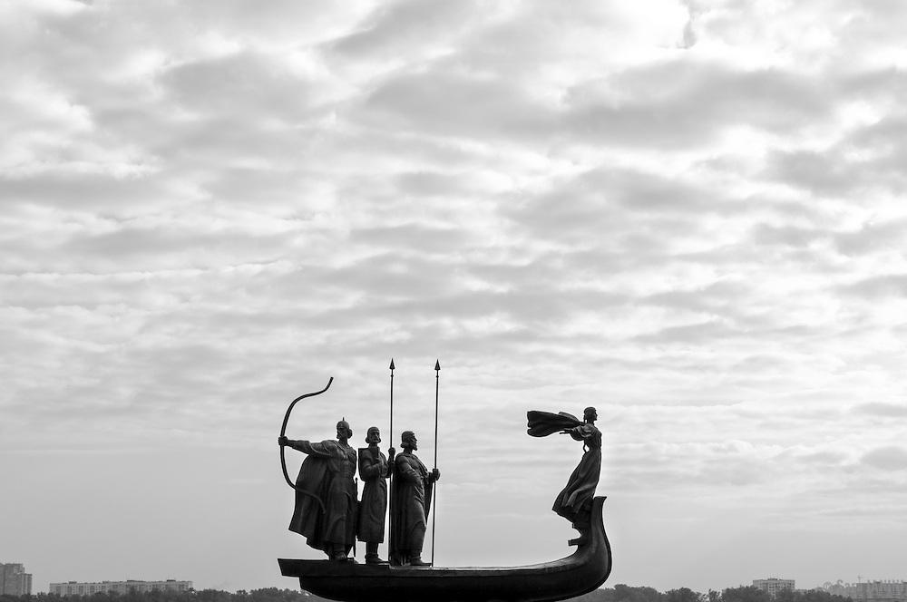 Founders Monument (Prince Kiy, Builder Khoriv, Sister Libed, Sculptor Boroday 1982), Dniper River, Kiev, Ukraine, Eastern Europe