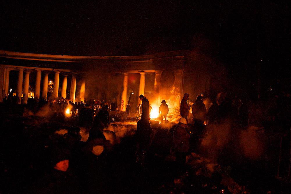 January 24, 2014 - Kiev, Ukraine: Protestors stand guard near burning tires at a defensive barricade near Dynamo Kiev's stadium in central Kiev. (Paulo Nunes dos Santos)