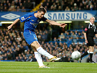 Photo: Ed Godden.<br /> Chelsea v Newcastle United. The FA Cup. 22/03/2006.<br /> Frank Lampard shoots on target for Chelsea.