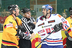 13.11.2010, Olympiahalle, Muenchen, GER, Deutschlandcup , Slovakei vs Deutschland , im Bild  meinungsverschiedenheit zwischen Kink Marcus (Deutschland #75) und Macho Michal (Slovakia #17)  , EXPA Pictures © 2010, PhotoCredit: EXPA/ nph/  Straubmeier+++++ ATTENTION - OUT OF GER +++++