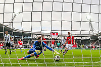 ALKMAAR - 19-03-2017, AZ - ADO Den Haag, AFAS Stadion, 4-0, AZ speler Stijn Wuytens, ADO Den Haag keeper Robert Zwinkels