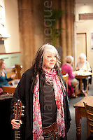 "© London News Pictures. 22/06/2011. Guy Portelli, the Tonbridge-based international sculptor and star of Dragon's Den, has created a new sculpture of the American singer-songwriter Melanie Safka. Melanie made an inpromptu rendition of her 1970's hit ""Brand New Key"" in the foyer of the Trinity Theatre in Tunbridge Wells ahead of her headlining at Glastonbury Festival on the 24th June 2011. Picture credit should read Manu Palomeque/London News Pictures"